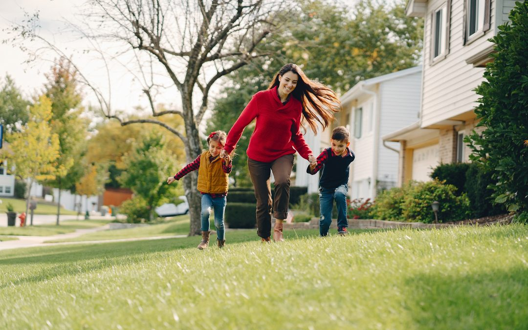 5 Tips for a Single Parent Buying Her First Home